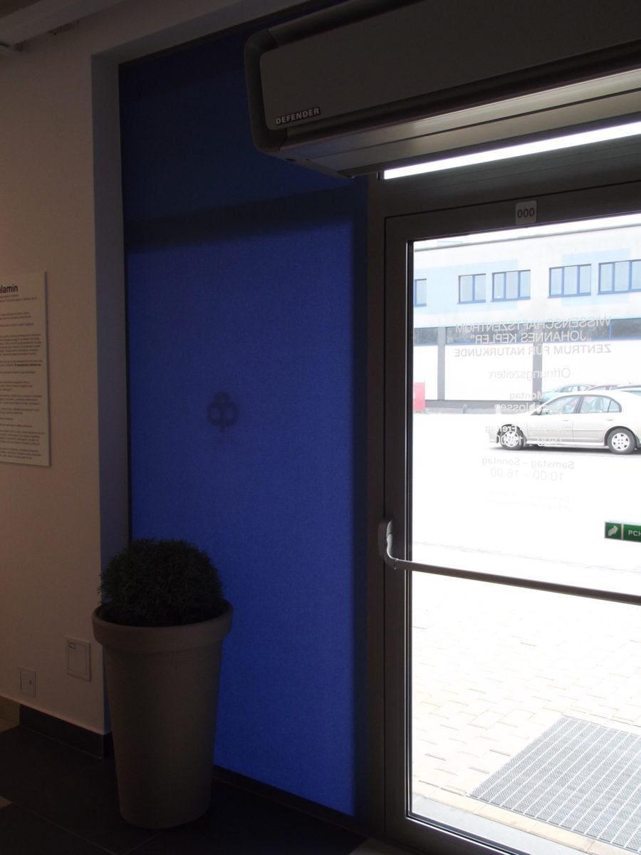 roletki materiałowe niebieskie drzwiowe